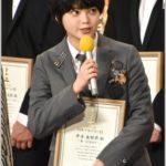 平手友梨奈の日本アカデミー賞の衣装はトムブラウン?舌ペロもかわいい!
